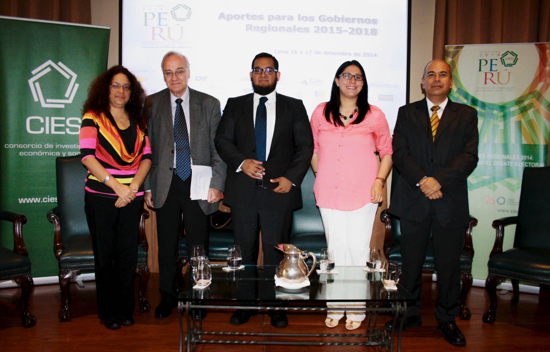 Investigadores peruanos presentan propuestas de política para nuevos gobiernos regionales
